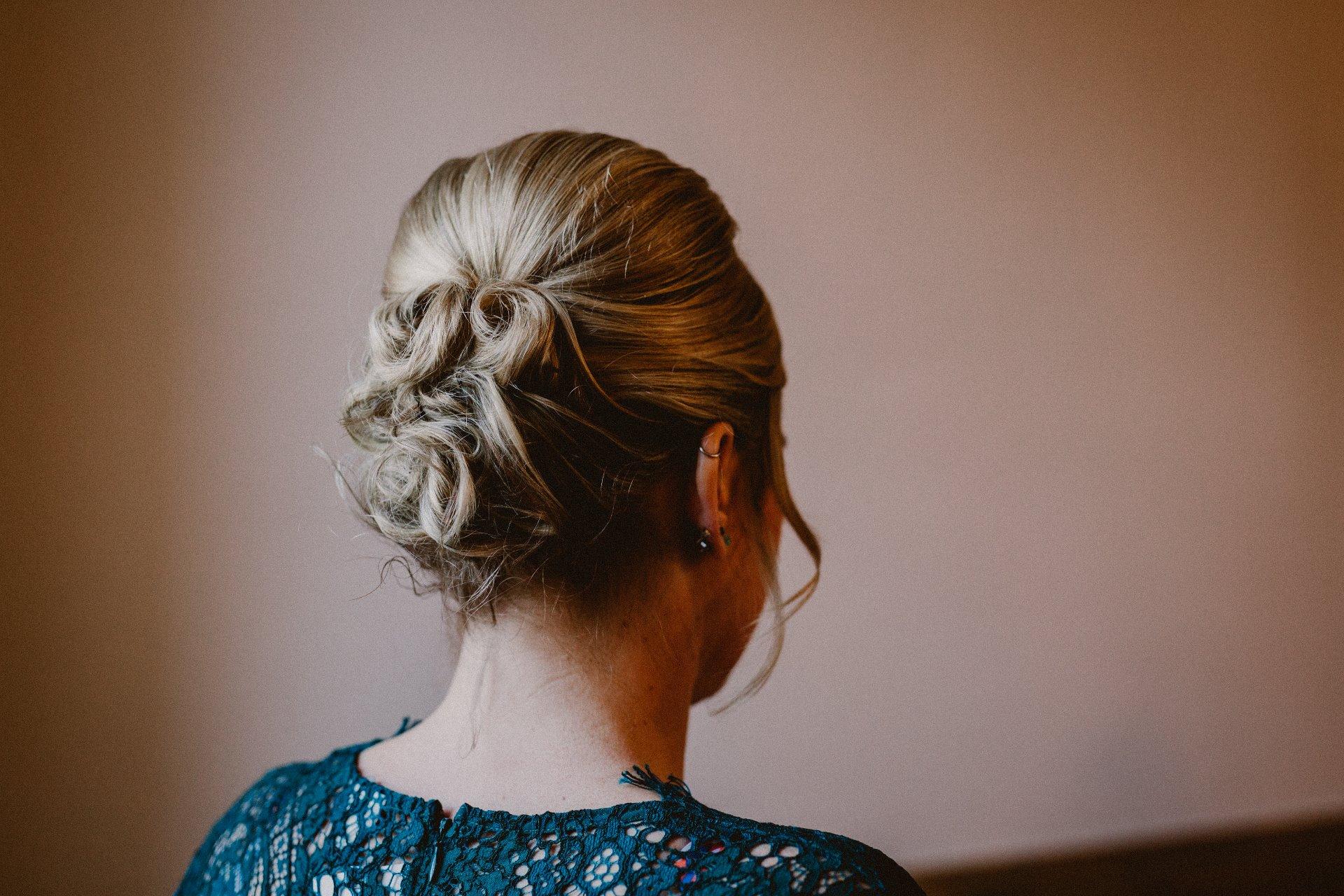 sterenn-officiante-ceremonie-laique-coiffure-demoiselle-honneur-310