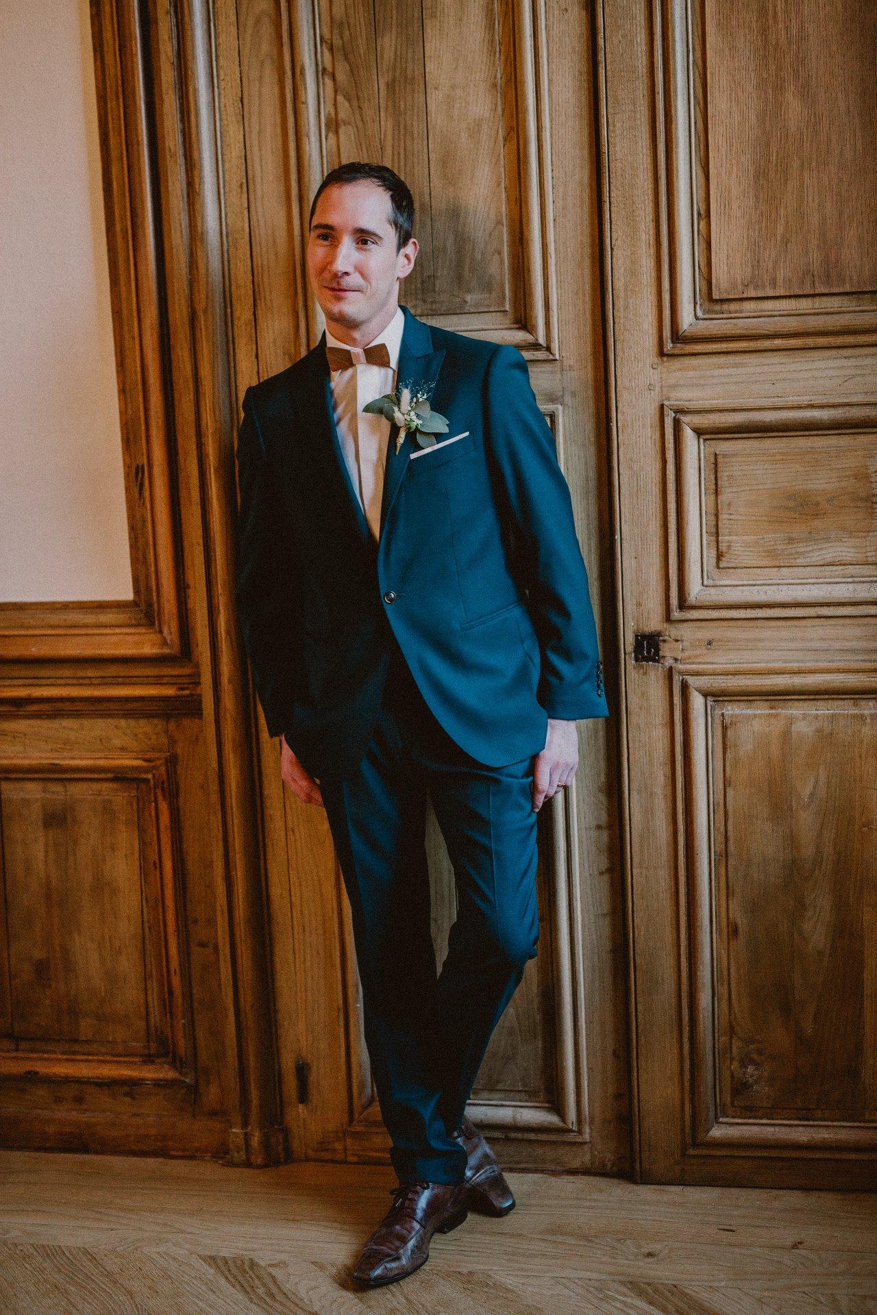 sterenn-officiante-ceremonie-laique-costume-marié-vert-foret-260