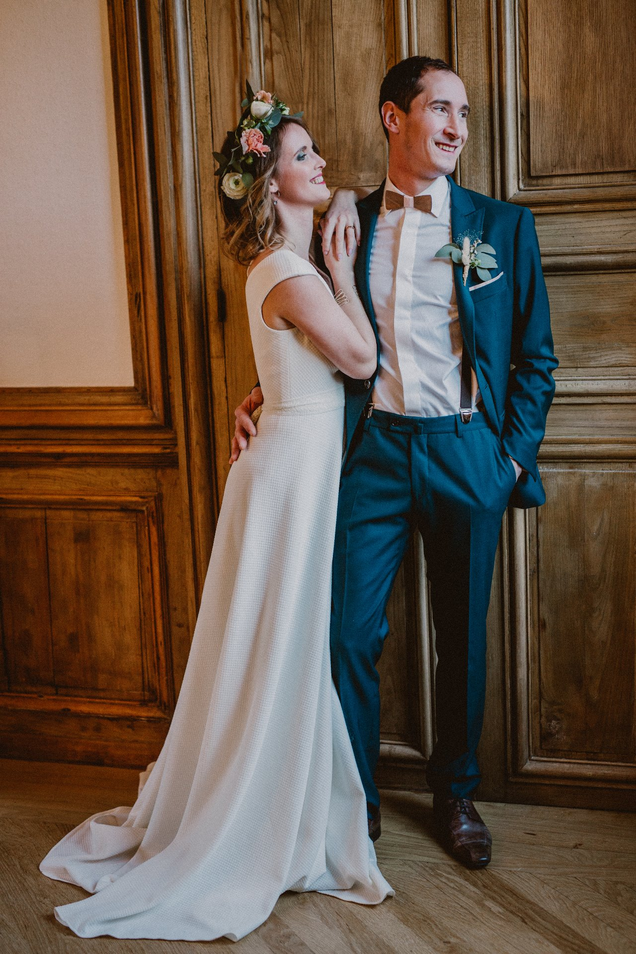 sterenn-officiante-ceremonie-laique-costume-marié-vert-foret-couple-271