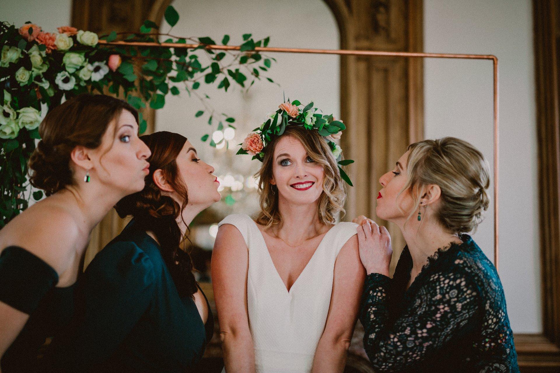 sterenn-officiante-ceremonie-laique-demoiselles-d'honneur-vert-foret