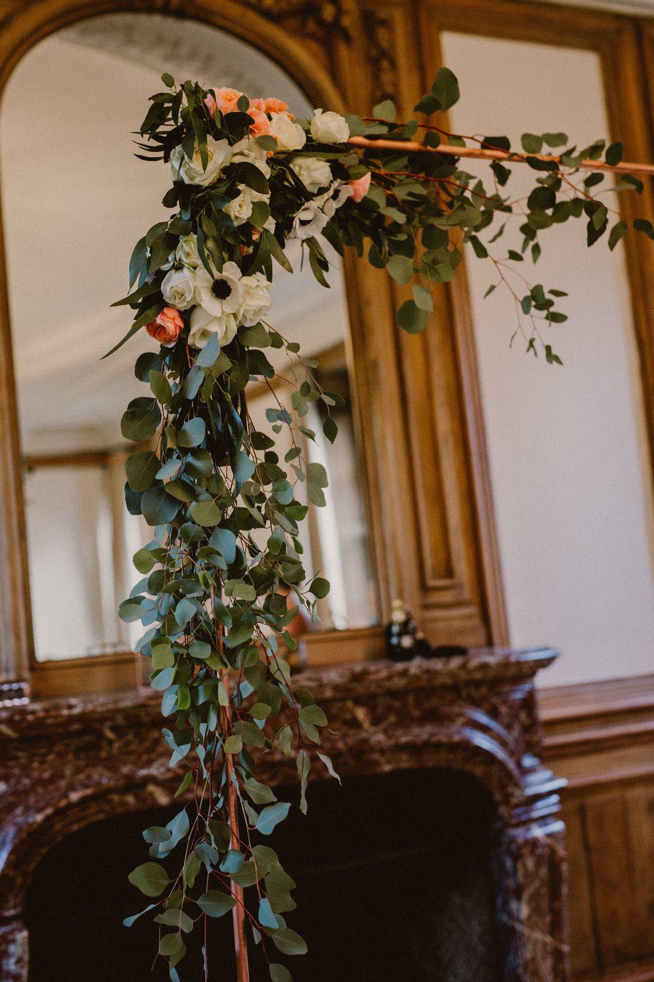 sterenn-officiante-ceremonie-laique-fleurissement arche-cuivre-217