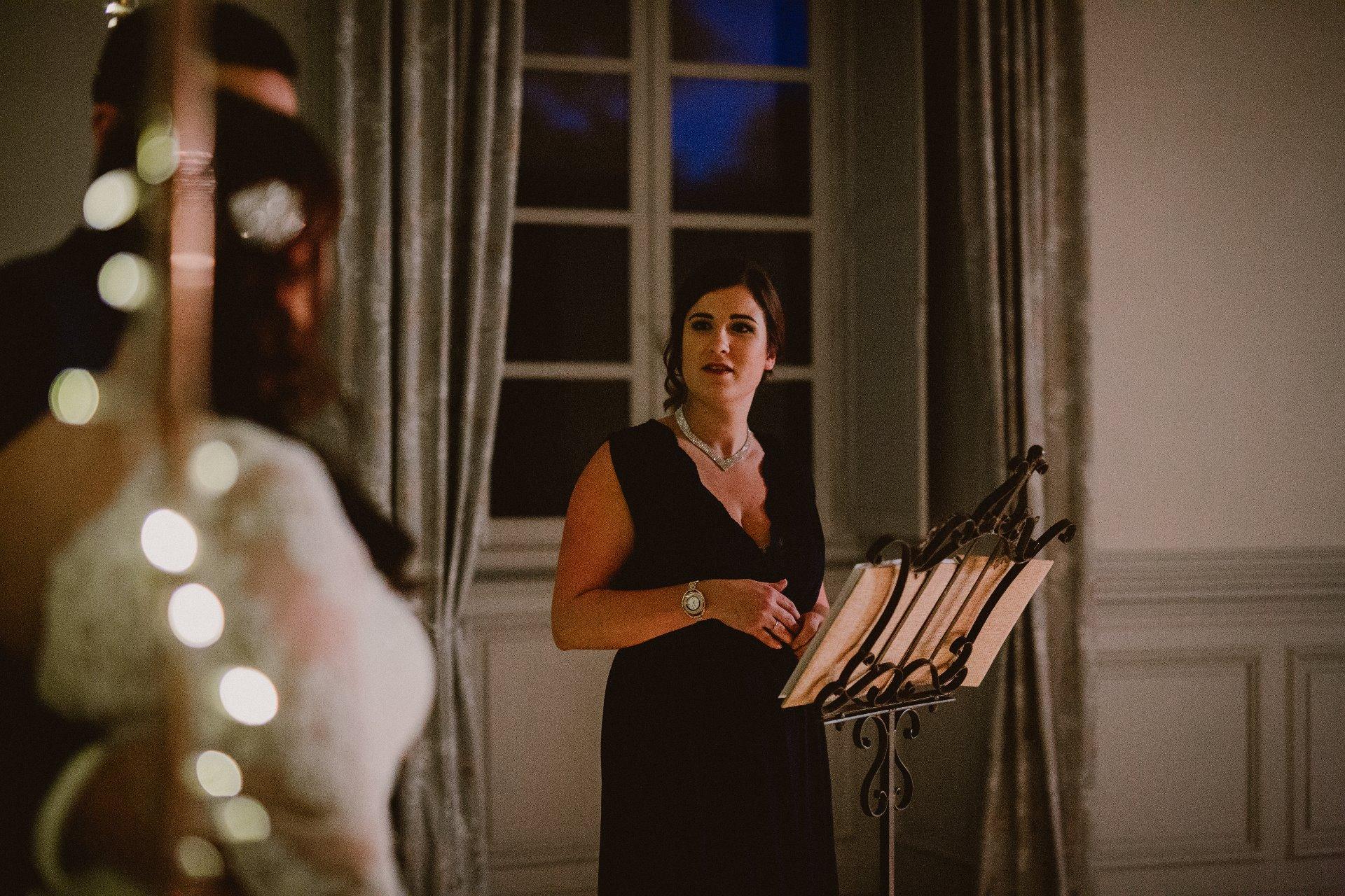 sterenn-officiante-ceremonie-laique-ceremony-nuit-puptitre