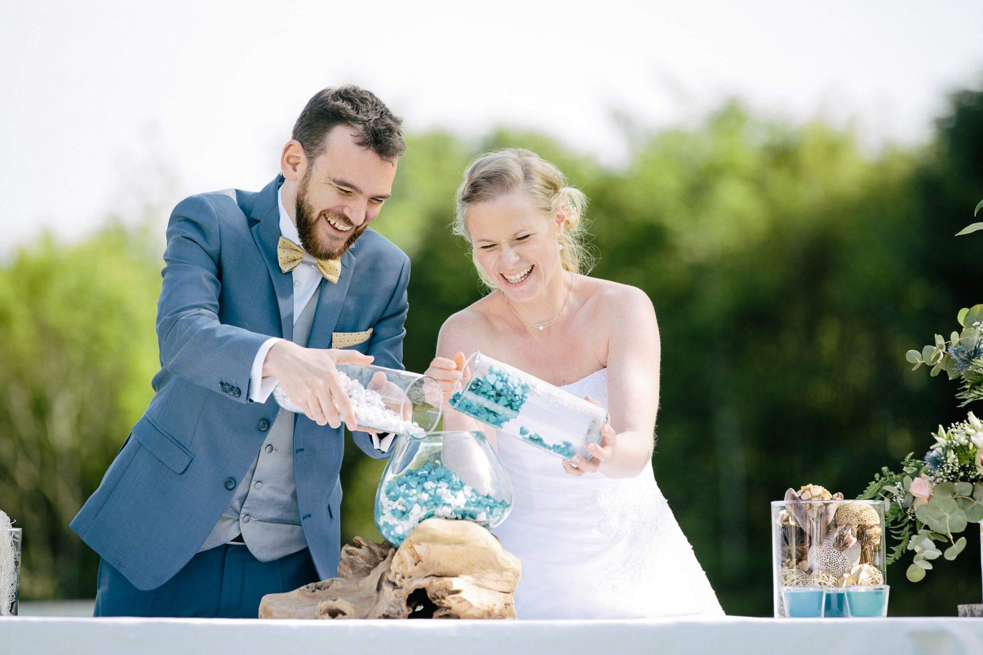 sterenn-officiante_ceremonie-laïque-bretagne-rennes-Julie-Yann-rituel-sable-mariés