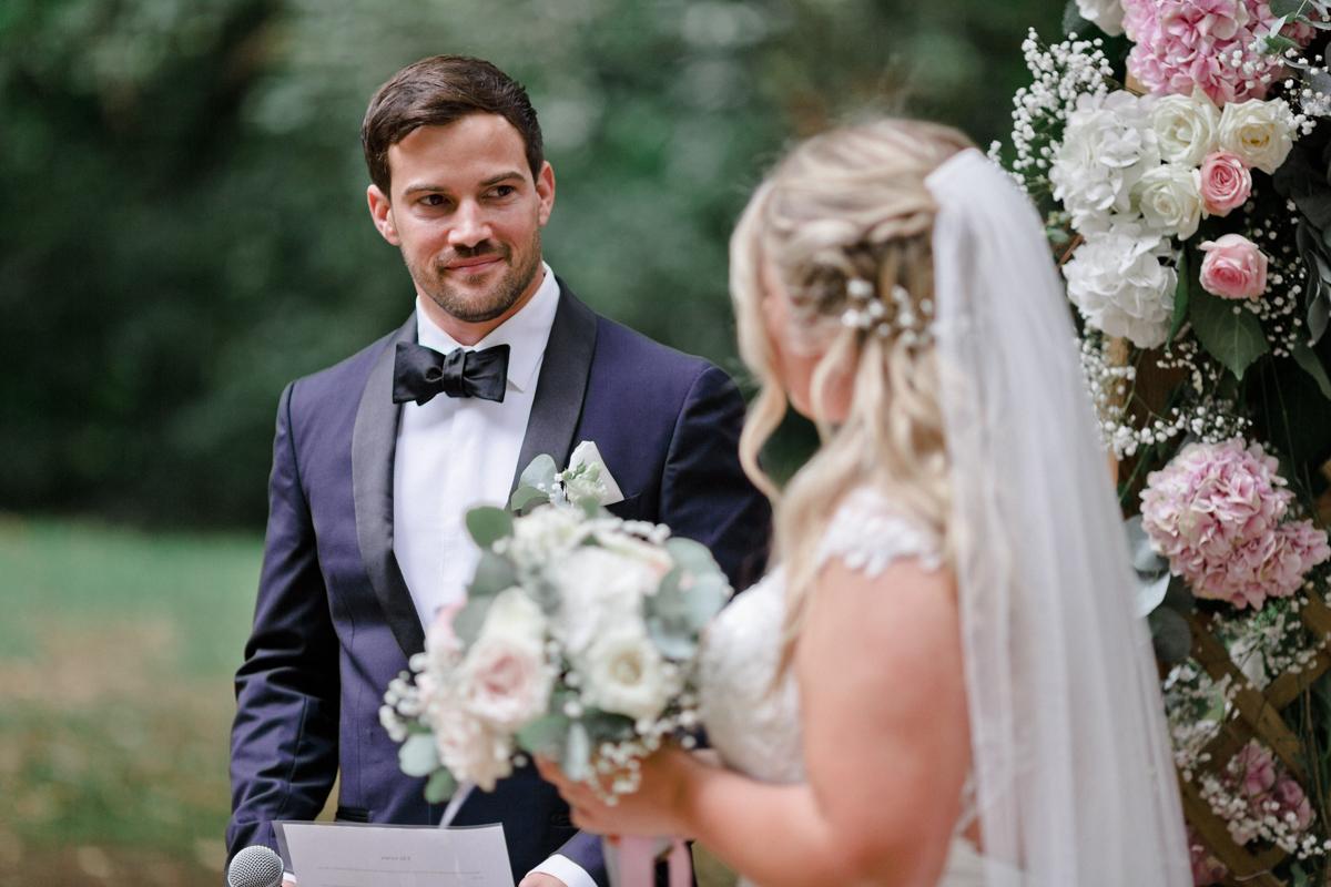 sterenn-officiante_ceremonie-laïque-bretagne-rennes-Aline-Caleb-voeux-mariés