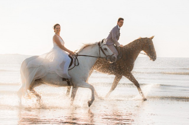 Aurélie et Hugues - mariage Puits de Jeanne - Ceremonie - Chevaux - mer
